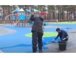 В парке Южного микрорайона Искитима сделали безопасное покрытие из каучуковой крошки