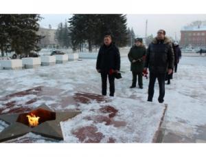 Искитимцы в День Неизвестного солдата возложили цветы к памятнику