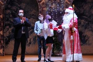 Впервые в Искитиме прошла Новогодняя елка главы города для талантливых детей
