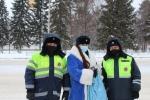 Госавтоинспекторы  поздравили участников дорожного движения с наступающим праздником