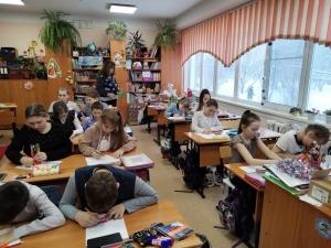 Госавтоинспекторы Искитимского района проводят профилактические занятия в школах перед началом каникул