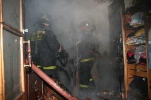 В Сосновке соседи спасли 64-летнюю пенсионерку, умирающую в горящем доме