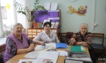 На принтере печатают книгу о земляках-участниках войны ветераны из Лебедевки