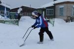 Два десятка студентов собрались в Искитимском районе, чтобы оказать помощь ветеранам и одиноким пенсионерам в расчистке их дворов от снега