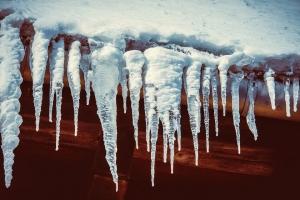 К концу недели потеплеет до 0 - +1. Возможен сход снега с крыш