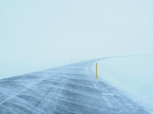 На федеральных трассах Новосибирской области ввели режим ЧС. В лютые морозы водителям будут помогать патрули ДПС