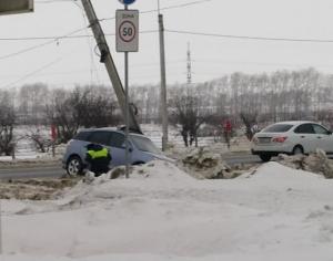 Житель Новосибирска пострадал, врезавшись в световую опору у автовокзала Искитима