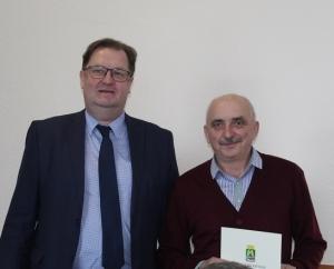 Глава Искитима вручил награду главному редактору «Конкурент» Юрию Боргерту