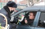 Госавтоинспекторы Искитимского района провели акцию «Цветы для автоледи»