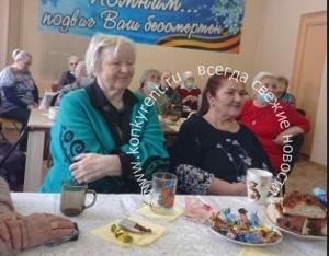 Накануне 8 Марта поздравления принимали женщины дома ветеранов