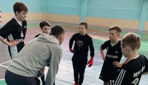 Юношеские команды Искитима стали абсолютными чемпионами по мини-футболу сразу в двух возрастных группах