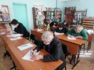 В очередной раз диктант прошел на базе межпоселенческой библиотеки Искитимского района