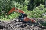 Идет ремонт размытой весной дороги на Сосновку