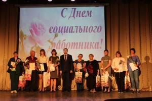 Наградили социальных работников Искитимского района в профессиональный праздник