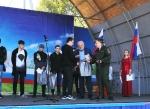 Призывников из Линево в День России поздравляли на главной площади поселка