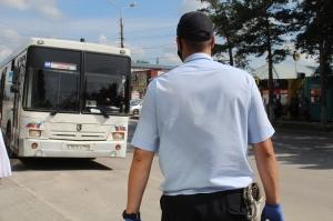 Пассажиров без масок искали в автобусах Искитима