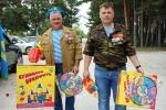 Союз десантников Искитима вручил подарки воспитанникам детских садов