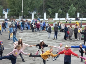 """Центр дополнительного образования провел """"День открытых дверей"""" в городском парке Искитима"""