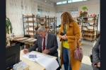 Ход ремонта библиотеки в п. Чернореченский проверил заместитель министра