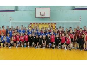 Волейболистки Искитима стали 2-ми в междугороднем турнире «Золотая осень»