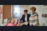 Члены ОО «Союз женщин» Искитима вручили памятные знаки «Новосибирск – город трудовой доблести»